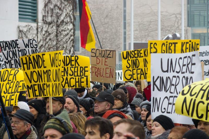 Russische Diaspora In Berlin Protestierend Gegen Die