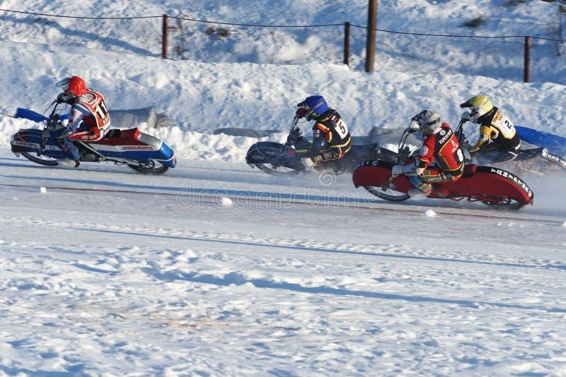 Russische Eis-Speedway-Meisterschaft stockfotos
