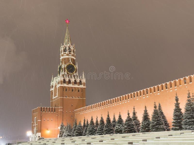 Russische Federatie Het Kremlin in Moskou in beweging langs de muur stock foto's