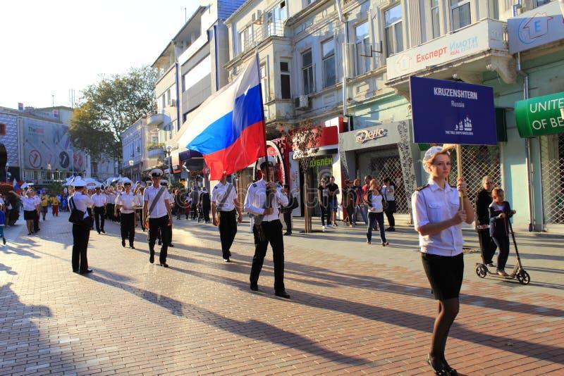 Russische Großseglermannschaftsparade stockfotos