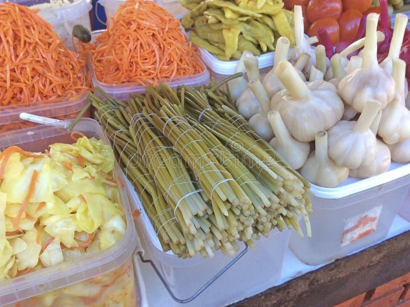 Russische groenten in het zuur in markt stock foto
