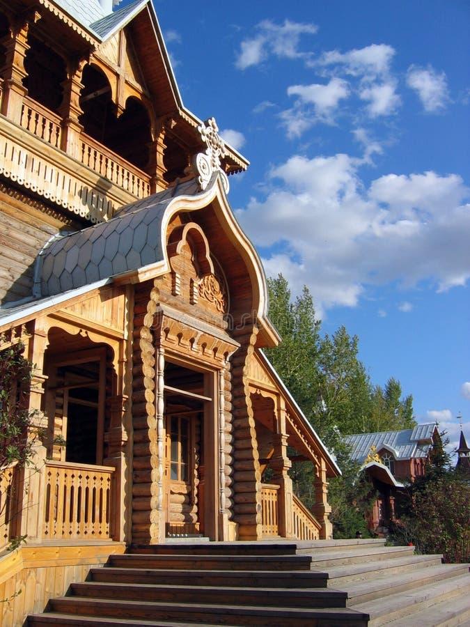 Russische hölzerne Kirche stockfoto