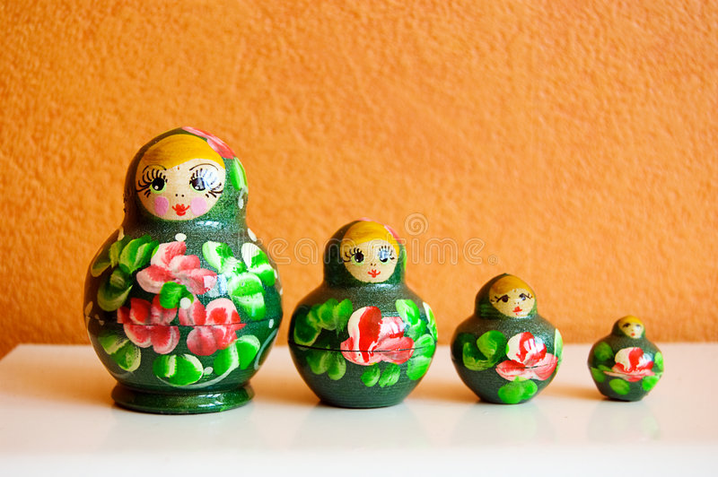 Russische hölzerne Puppen lizenzfreie stockfotografie