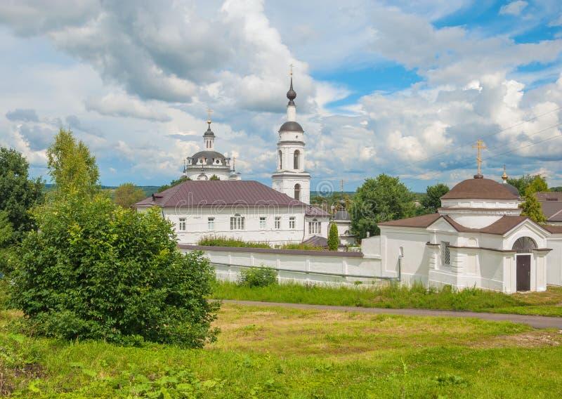 Russische Landschaft mit Kloster stockbilder
