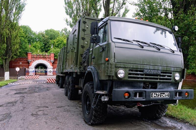 Russische Legervrachtwagens dichtbij Pillau-Citadel in Baltiysk, Kaliningrad-Gebied, Rusland royalty-vrije stock fotografie