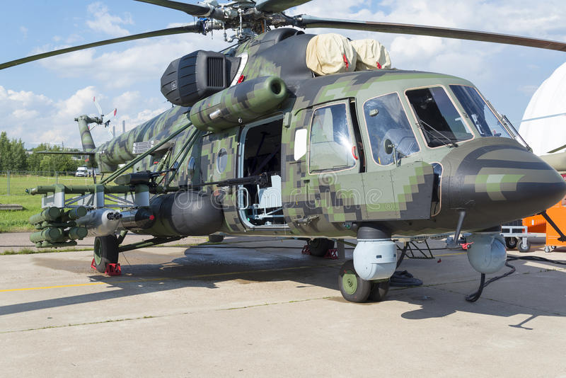 Russische militaire helikopters bij de internationale tentoonstelling stock afbeeldingen
