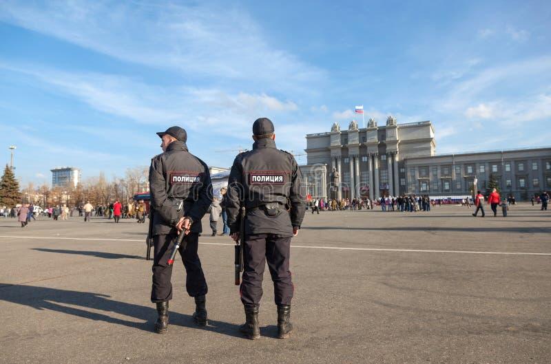 Russische politie bij het centrale vierkant in Samara, Rusland royalty-vrije stock fotografie