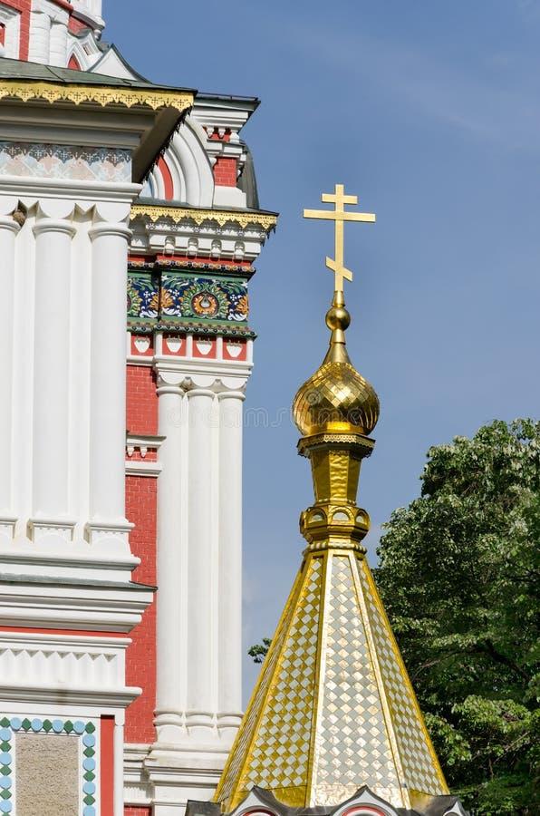 Russische Stijlkerk in Shipka, Bulgarije royalty-vrije stock foto