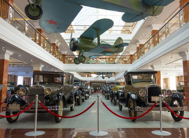 Russische uitstekende auto's en vliegtuigen royalty-vrije stock afbeelding