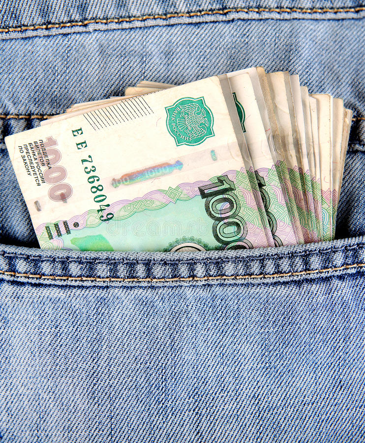 Russische Währung in der Tasche stockfotos