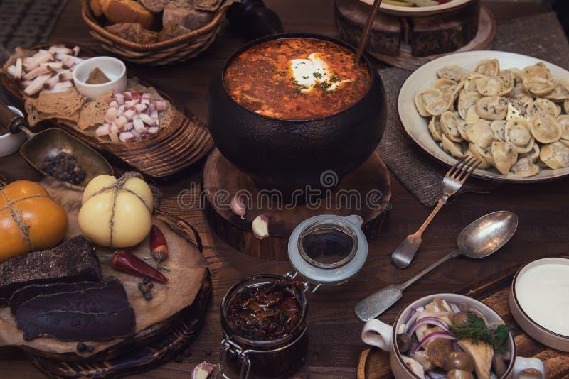 Download Russischer Borschtsch Am Topf Stockfoto - Bild von pfeffer, heiß: 90231726