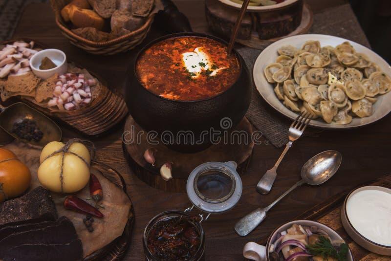 Download Russischer Borschtsch Am Topf Stockbild - Bild von mehlklöße, pfeffer: 90231771