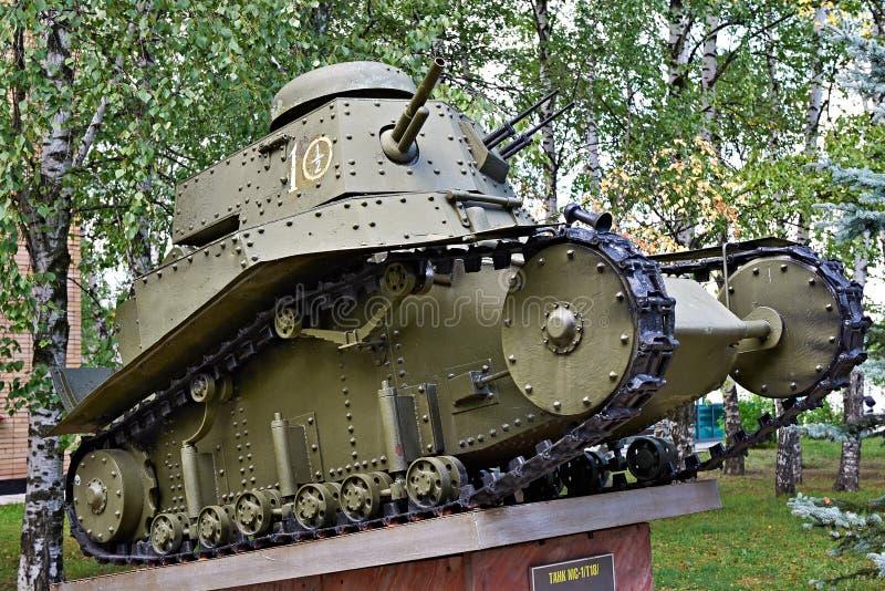 Russischer Heller Behälter T-18 Stockfoto - Bild von gewehr, becken ...