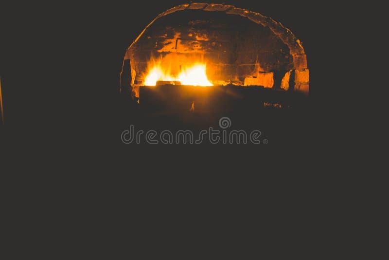 Russischer Ofen der Weinlese, sehr warm= stockfotografie