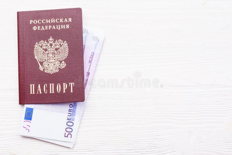 Russischer Pass mit Geld stockbilder