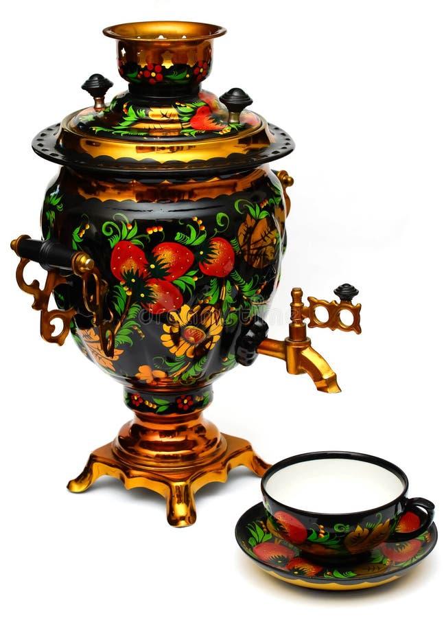 Russischer Samowar und eine Teeschale lizenzfreies stockbild