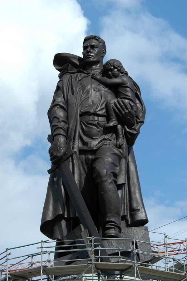 Russischer Soldat als Befreier stockfotografie