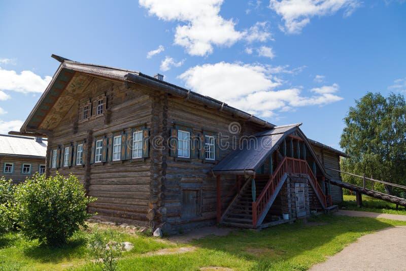 Russisches Dorf in Verkhniye Mandrogi lizenzfreies stockfoto