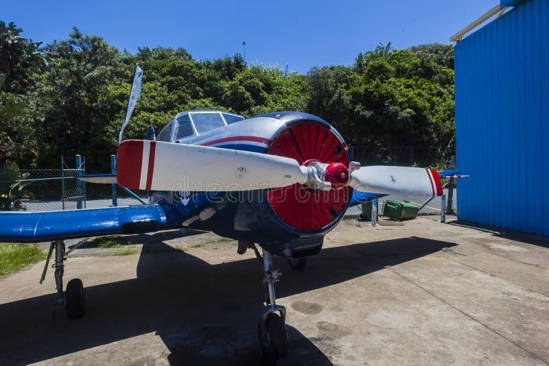 Russisches Flugzeug Yak-52 lizenzfreie stockbilder