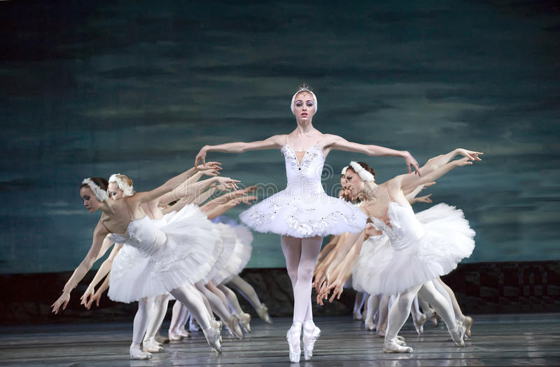 Russisches königliches Ballett führen Swan See durch lizenzfreie stockfotos