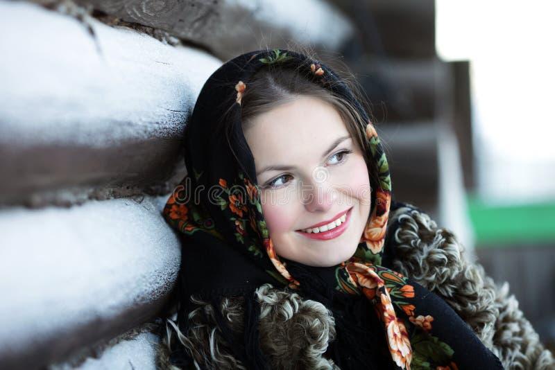 Russisches Mädchen im nationalen Kleid stockbilder