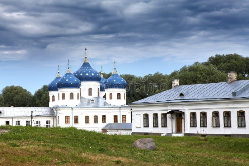Russisches orthodoxes Yuriev-Kloster, Kirche von Exaltation des Kreuzes, großes Novgorod, Russland lizenzfreie stockfotografie