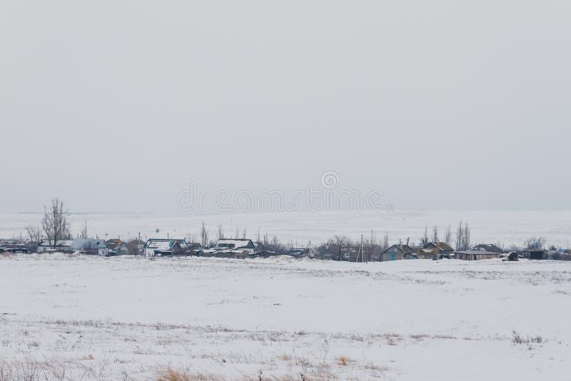 Russisches Winterdorf lizenzfreie stockfotos
