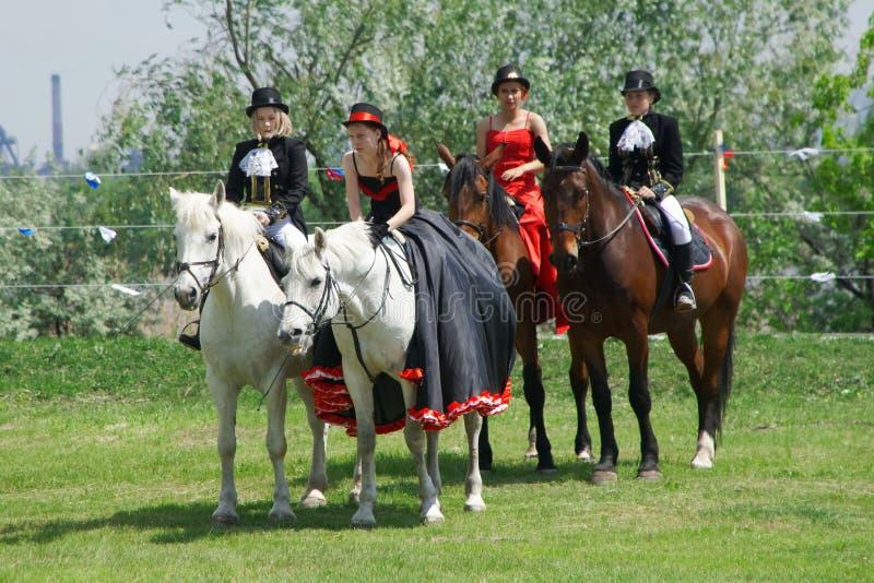 Russland, Magnitogorsk, - Juni, 23, 2018 Reiter auf Pferden in den historischen Kostümen während Sabantuy - der Nationalfeiertag  stockfotos
