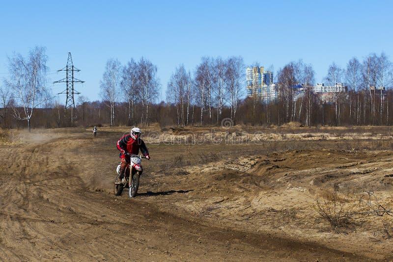 Russland, Moskau am 14. April 2018, Jugendliche reiten die Motorräder, redaktionell stockfotos