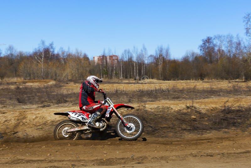 Russland, Moskau am 14. April 2018, Jugendliche reiten die Motorräder, redaktionell lizenzfreie stockbilder