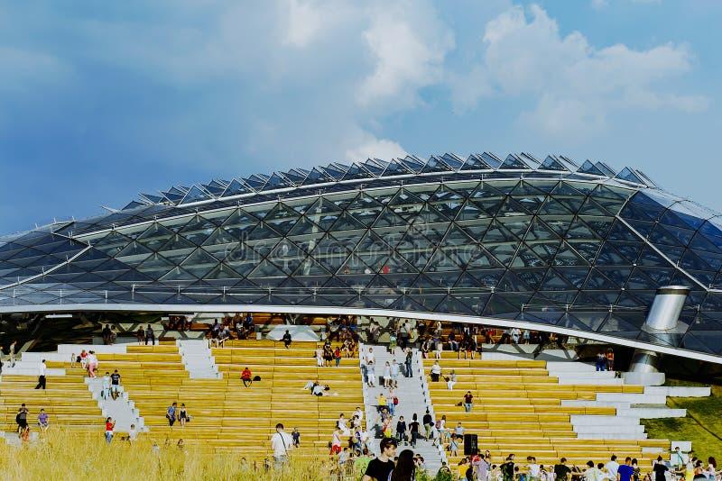 Russland, Moskau am 4. August 2018 Zaryadye-neuer Park, errichtet in der historischen Mitte von Moskau, redaktionell lizenzfreies stockbild