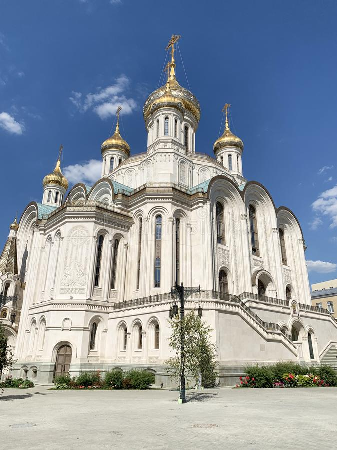 Russland Moskau, männliches Kloster Sretensky Stavropegial Kirche der neuen Märtyrer und der Beichtväter von Russland auf dem Blu lizenzfreie stockbilder