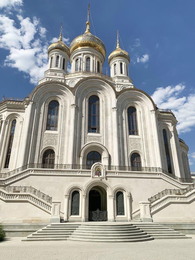 Russland Moskau, männliches Kloster Sretensky Stavropegial Kirche der neuen Märtyrer und der Beichtväter von Russland auf dem Blu lizenzfreies stockfoto