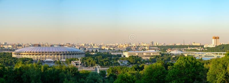 Russland moskau 26/05/18 - Panoramablick von Moskau und von großen Sportarena des olympischen Komplexes lizenzfreie stockfotos