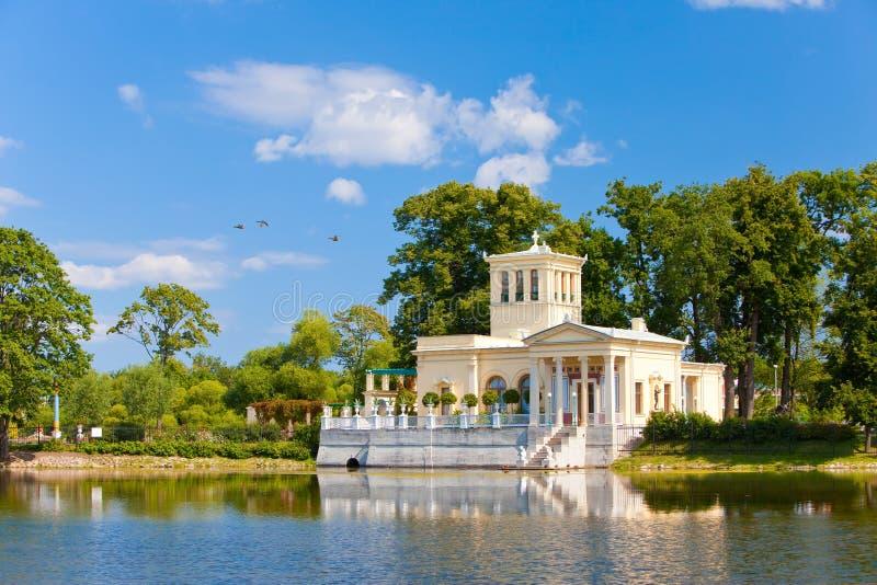 Russland, Peterhof Petrodvorets.Olga s Pavillion lizenzfreies stockfoto