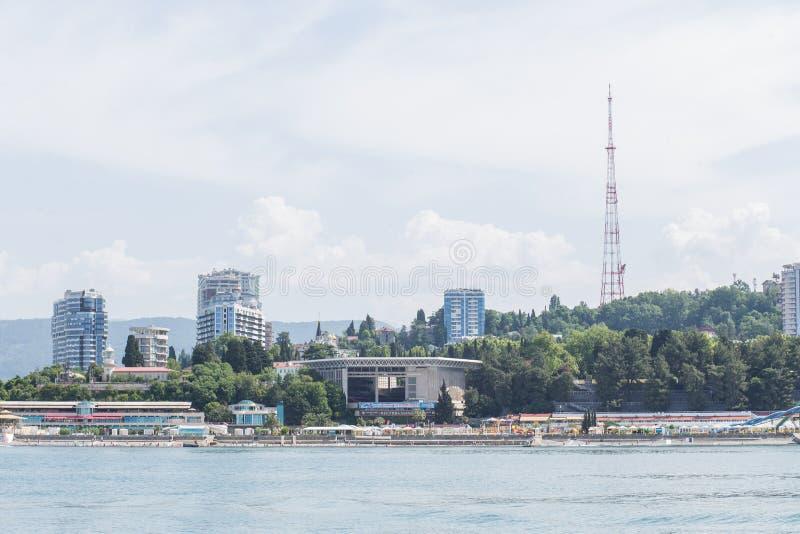 RUSSLAND, SOCHI - 28. MAI 2018: Zentraler Seehafen im Sommer lizenzfreie stockbilder