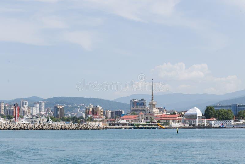 RUSSLAND, SOCHI - 28. MAI 2018: Zentraler Seehafen von Sochi lizenzfreie stockfotografie