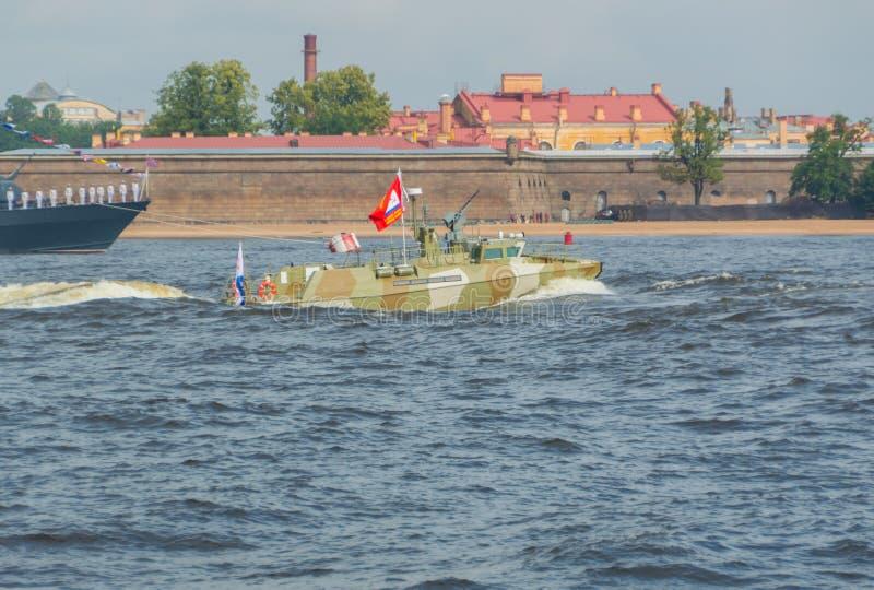 Russland, St Petersburg, am 30. Juli 2017 - im Neva-Fluss patr lizenzfreies stockfoto
