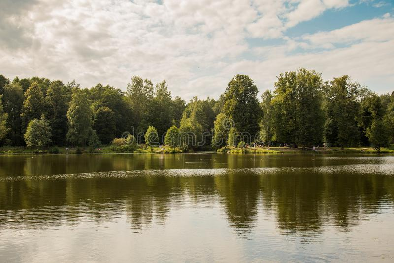 Russland, St Petersburg, Shuvalov-Park, Sommertag lizenzfreie stockfotos