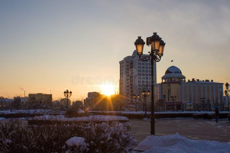 RUSSLAND, Tschetschenien, Grozniy - 5. Januar 2016:- Weg durch im Stadtzentrum gelegenes Grosny lizenzfreies stockbild