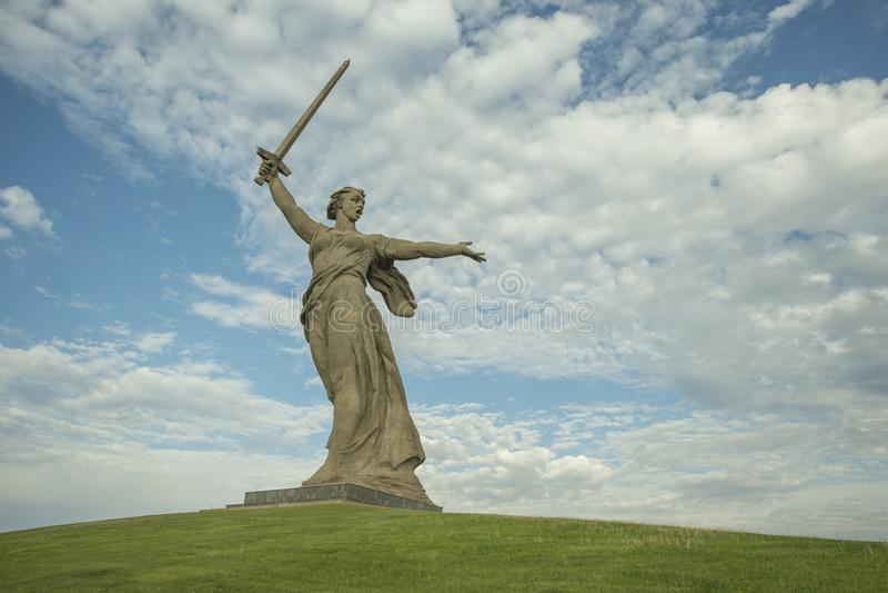 Russland, Wolgograd - 23. Mai 2018: Skulptur-Mutterland - die kompositionelle Mitte des Monumentensembles zu den Helden stockfotos