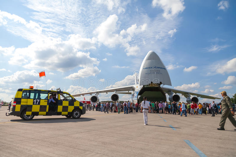 Russo soviético Antonow An-124 Ruslan no festival aéreo de Berlim fotografia de stock royalty free