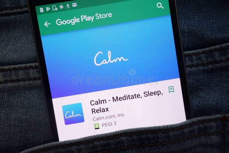 Rust - mediteer, Slaap, ontspannen app op Google Play Storewebsite op smartphone wordt getoond in jeanszak die wordt verborgen royalty-vrije stock foto's