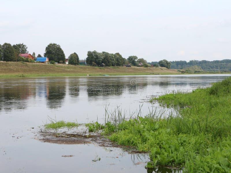 Rust op de rivierbank royalty-vrije stock afbeelding