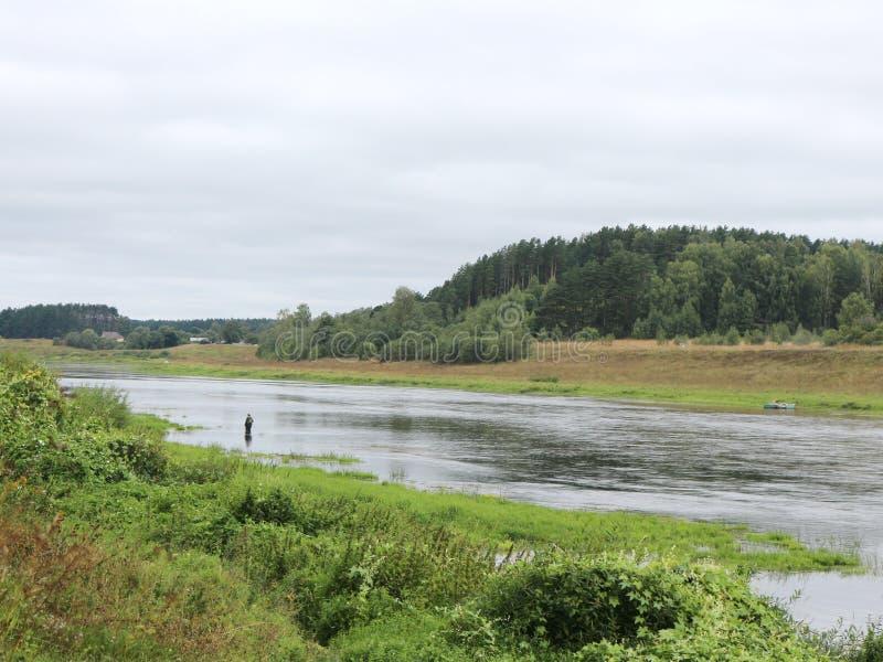 Rust op de rivierbank royalty-vrije stock foto's