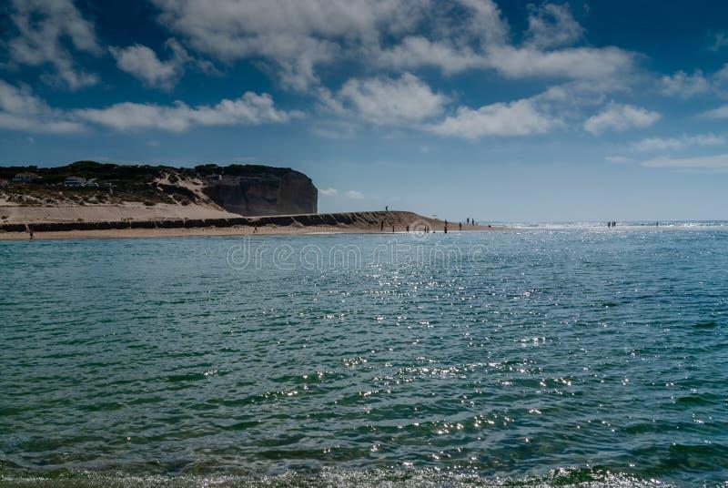 Rust op het zandstrand de zomerfoto dichtbij overzees Het strand op Foz doet A royalty-vrije stock afbeeldingen