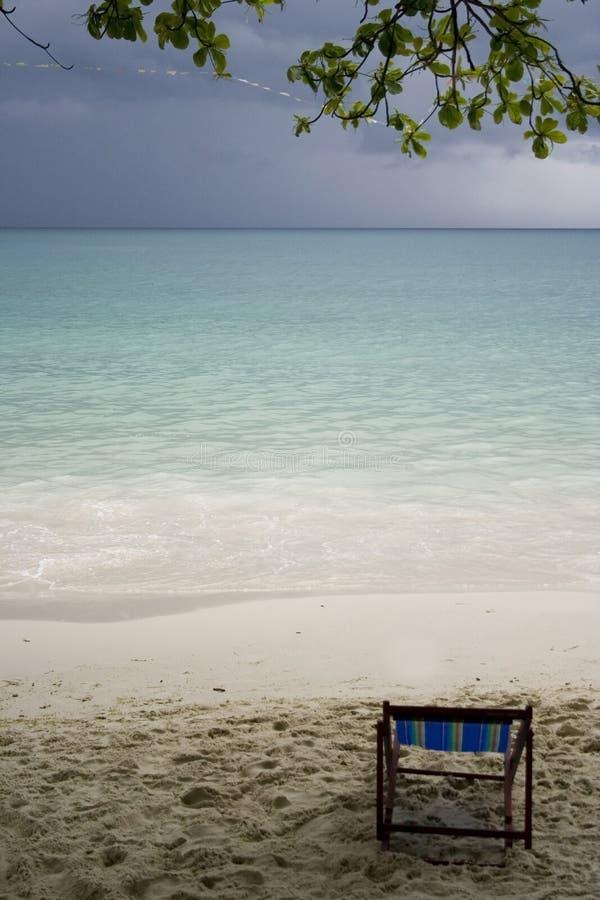 Rust vóór het onweer op strand stock foto's