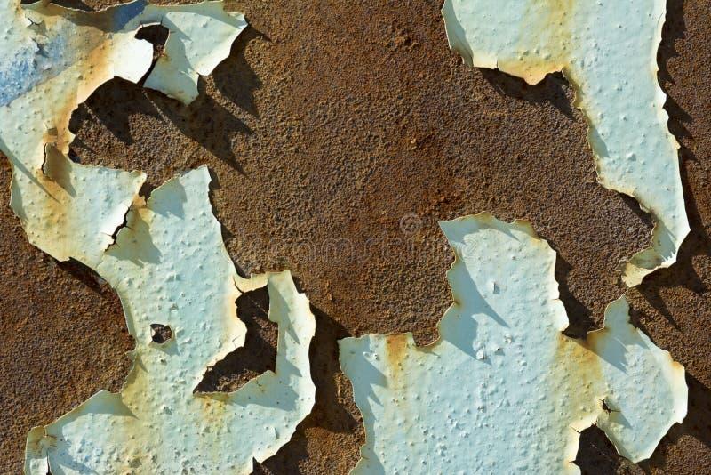 Ruste och skalningsmålarfärg på byggnad royaltyfri bild