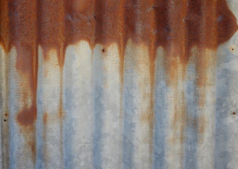 Rusted a galvanisé le toit de fer images libres de droits