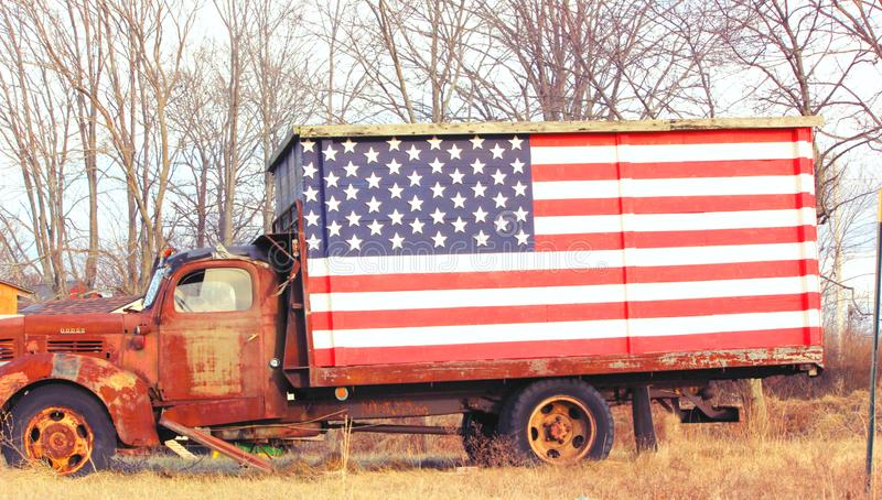 Rusted Truck with American Flag a patriotic image stock photos